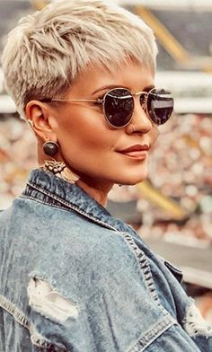 20 Ideal Pixie Cut Styles for Women … 20 estilos de corte Pixie ideais para . Short Pixie Haircuts, Short Hairstyles For Women, Short Hair For Women, Hairstyles Haircuts, Cropped Hair Styles For Women, Short Cropped Hairstyles, Short Textured Haircuts, Women Pixie Haircut, Pixie Haircut Styles