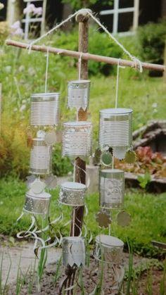 Vogelverschrikker van blik Garden Crafts, Garden Art, Outdoor Crafts, Outdoor Learning, Scarecrows, Harvest Time, Farm Gardens, Cool Plants, Buckets