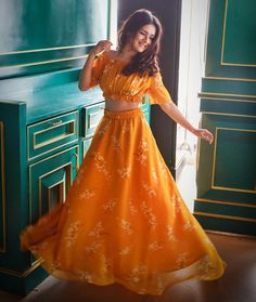 Tik Tok: Avneet Kaur Age, Height, Weight, biography and mo. Stylish Girls Photos, Stylish Girl Pic, Stylish Outfits, Unique Outfits, Dress Indian Style, Indian Dresses, Indian Wear, Western Dresses, Indian Wedding Outfits