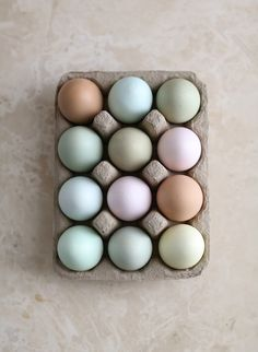 Easter Eggs / Elizabeth Messina via Camille Styles Easter Egg Cake, Easter Card, Best Egg Laying Chickens, Easter Weekend, Spring Has Sprung, Pretty Pastel, Colour Schemes, Color Palettes, Easter Crafts