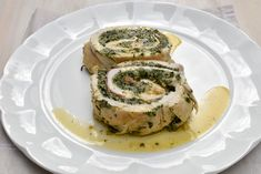 Spice up your roast chicken by cooking Rolled chicken with spinach and ricotta. Follow Italian Spoon's recipe for tender and juicy chicken flavoured with a delicious spinach and ricotta filling. Simply delicious and sure to impress family and friends at the dinner table!