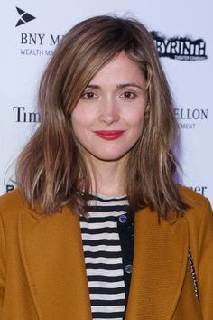 hair Rose Byrne Article Physique: Listed here are a number of suggestions for creating an exquisite Growing Out A Bob, Growing Out Short Hair Styles, Growing Out Bangs, Blunt Haircut Medium, Medium Hair Cuts, Medium Hair Styles, Rose Byrne Hair, Rose Byrne Style, Cut My Hair