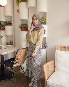 Hijab Fashion Summer, Modern Hijab Fashion, Street Hijab Fashion, Muslim Fashion, Modest Fashion, Fashion Outfits, Casual Hijab Outfit, Hijab Chic, Ootd Hijab