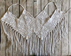 Crochet Boho Beach Top – Free Pattern Made with just 9 granny squares this simple crochet boho top will take you from beach to music festival with effortless style. Check out the free pattern below! Summer is officially upon us and her… Crochet Halter Tops, Crochet Bra, Mode Crochet, Crochet Summer Tops, Crochet Crop Top, Crochet Woman, Crochet Clothes, Crochet Granny, Crochet Shawl