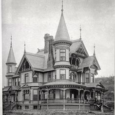 Magnificent home in Duluth MN. Multiple gables and towers, tons of windows, great porches. But could you imagine all the nook and just the lay out man Victorian Architecture, Architecture Old, Beautiful Architecture, Beautiful Buildings, Architecture Details, Beautiful Homes, Victorian Buildings, Old Mansions, Abandoned Mansions