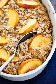 While the markets are stocked with peaches, bake this Peaches and Cream Oatmeal dish for breakfasts all week! Great for meal prepping. Breakfast For Dinner, Healthy Breakfast Recipes, Brunch Recipes, Breakfast Buffet, Breakfast Ideas, Breakfast Club, Healthy Breakfasts, Brunch Ideas, Summer Recipes