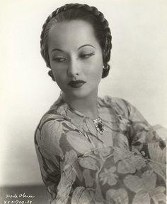 MerleOberon20-1935-1 | by le beau monde