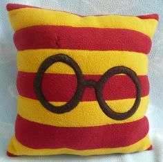 Harry Potter Throw Pillow -- so (sew) cute!