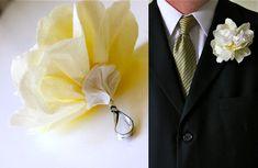 Simple Wedding Flowers – MADE EVERYDAY Modern Wedding Flowers, Paper Flowers Wedding, Whimsical Wedding, Wedding Paper, Rustic Wedding, Real Flowers, Diy Flowers, Groomsmen Boutonniere, Boutonnieres