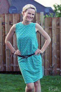 Dieses Kleid entzückt auf den zweiten Blick!Vorn hoch geschlossen, bietet der Rücken eine interessante An- oder Aussicht ;-)FrauSelma von fritzi und schnittreif wird es in Kürze g…