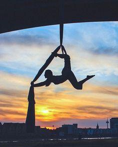 Aerial Dance, Aerial Hoop, Aerial Arts, Arial Silks, Bts Drawings, Art Model, Cool Photos, Sport, Future