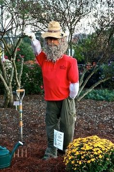 Scarecrows for Garden Ideas How To Make A Scarecrow For Your Garden Scarecrows for Garden Ideas. Make A Scarecrow, Scarecrow Ideas, Halloween Ideas, Outdoor Projects, Garden Projects, Fall Projects, Diy Projects, Motion Activated Sprinkler, Gardens