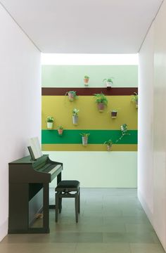 Bring outdoors inside with an indoor plant wall – it's easy to do with our painting tricks and will make your home on-trend. Learn how with Dulux. Exterior Colors, Interior And Exterior, Satin Vert, Half Painted Walls, Indoor Plant Wall, Hallway Colours, Plant Wallpaper, Piece A Vivre, Plant Decor