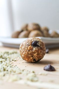 Hemp Seed Energy Balls 1 cup quick oats (certified gluten free if required) ¼ cup dark chocolate chips ½ cup peanut butter ¼ cup honey (if vegan, use maple syrup) ¼ cup raw hemp seeds ¼ cup ground flax 1 tsp vanilla pinch of sea salt Instructions Stir al Healthy Treats, Healthy Desserts, Healthy Recipes, Healthy Food, Whole Food Recipes, Snack Recipes, Cooking Recipes, Hemp Seed Recipes, Granola Barre