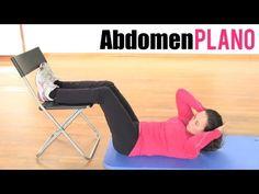Ejerciciejerciciosos de abdominales con una silla
