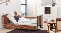 Das Pflegebett Domiflex bietet beste Qualität für die Pflege daheim: Das Pflegebett für die häusliche Pflege fügt sich mit dem ansprechenden Design in Holzoptik harmonisch in das Zuhause der Patienten ein. Die integrierten Seitensicherungen sind barrierefrei absenkbar, wenn sie nicht benötigt werden. Design, Home
