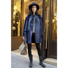 ロングコートやファージャケット。パリの最新スナップより、気になるアウターをチェック。 ( page 3 ) | VOGUE