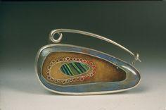 mussel shell fibula by Jennifer Walker Jewelry Clasps, Jewelry Tools, Enamel Jewelry, Copper Jewelry, Modern Jewelry, Jewelry Shop, Jewelry Art, Jewelery, Jewelry Design
