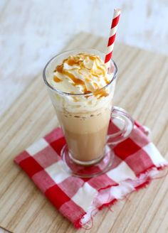 Karamel ijskoffie Milkshake Drink, Smoothie Drinks, Milkshakes, Baking Recipes, Snack Recipes, Snacks, Yummy Drinks, Yummy Food, Gross Food