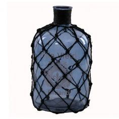 Botella decorativa modelo Villa Vietri con malla, realizada en cristal color azul:      Ancho: 18 cm     Largo: 18 cm     Alto: 33 cm     Color: Azul