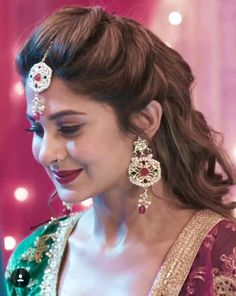 Wedding Hairstyles Throughout History Bridal Hairstyle Indian Wedding, Bridal Hair Buns, Bridal Hairdo, Curly Wedding Hair, Indian Bridal Hairstyles, Bridal Tiara, Saree Hairstyles, Open Hairstyles, Bride Hairstyles