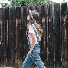 Denim Overall. Walk with a meaning Fashion Mode, Look Fashion, Womens Fashion, Fashion News, Hippie Style, Spring Summer Fashion, Autumn Fashion, Bon Look, Salopette Jeans