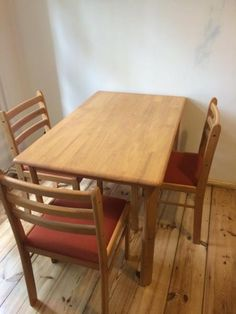 Küchentisch von Ikea.Massivholz (Buche) lackiert.Bereits transportfähig auseinandergebaut. Schrauben sind in einer Tüte alle vorhanden. Ikea, Dining Table, Furniture, Home Decor, Kitchen Dining Rooms, Table, Simple, Decoration Home, Ikea Co