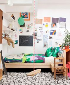 indoor swing + kid's bedroom #decor #bedrooms #quartos