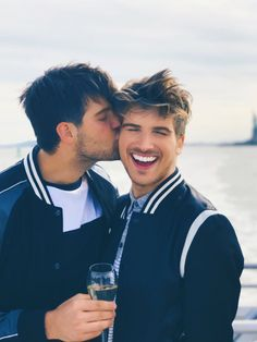 Had such a great time in NYC! Happy to be able to share all these fun moments with my handsome partner in crime, Hey big head! Lgbt Couples, Cute Gay Couples, Couples In Love, Joey Graceffa, Celebrity Travel, Celebrity Couples, Ricky Dillon, Men Kissing, Trending Haircuts