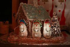 Tehtiin lasten kanssa pakkasherrantalo ja pihalle pari möhömahaista lumiukkoa. =D - by Kirsi-Marja -- #Joulu #Piparkakku #PipariBattle2013 sarja #3D