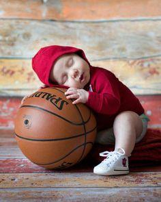 Infant newborn pose.