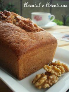 Bolo de Nozes (walnut cake)