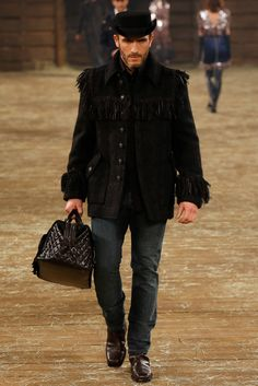 Chanel Pre-Fall 2014 Fashion Show - Sebastian Jondeau Men's Fashion, Fashion Show, Fashion Design, Review Fashion, Chanel Fashion, Fashion Details, Runway Fashion, Fashion Ideas, Gq