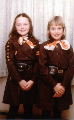 Kanadische Wölflinge in den frühen ---- Early Brownies from Canada Guides Uniform, Brownies Girl Guides, Brownie Badges, Scout Uniform, World Thinking Day, Meet Girls, Retro Images, 80s Kids, Fashion Images