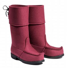 ARCTIPS  burgundy. Made of wool- from Finland, designed and produced.