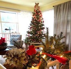 Pops of red for a festive Christmas #DIY #design http://allisonsmithdesign.com/no-glue-gun-christmas-edition/