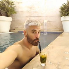 "180 Me gusta, 7 comentarios - Nacho Juárez 📷 (@nachojuarez) en Instagram: ""Madrid on the rocks! @derby_hotels #hotelurbanmadrid #pooltime #pride2016"""