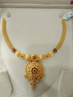 Gold Necklace Simple, Gold Jewelry Simple, Gold Wedding Jewelry, Bridal Jewelry Sets, Gold Bangles Design, Gold Jewellery Design, Gold Mangalsutra Designs, Antique Necklace, Ear Rings