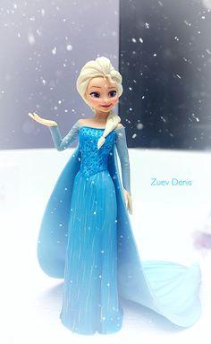 """Принцесса Эльза из мультфильма """"холодное сердце"""", на торт с зимней тематикой."""