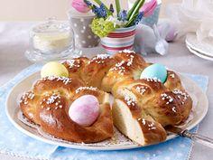 Hefegebäck zu Ostern - süße Kränze, Zöpfe und Hasen - oesterlicher-hefekranz  Rezept