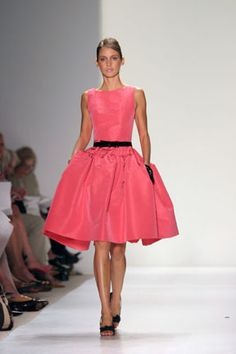 oscar de la renta featured on SATC, 50's inspired