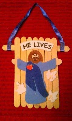 Pascua.- ha resucitado!  coloca varios palitos de helados formando una base para luego pegar una figurita que represente a Jesus ascendiend...