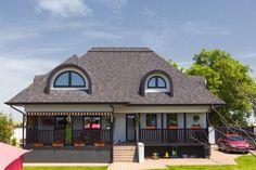 Materiale moderne pentru acoperișurile caselor în stil tradițional | Adela Pârvu - Interior design blogger Log Cabin Homes, Design Case, Home Fashion, Traditional House, Home Projects, My House, Exterior, House Design, Architecture