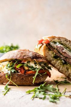 Antipasto Mozzarella Sandwich with Lemon Pesto - {Sandwiches and toast - Stullen} - Sandwich Recipes Gourmet Sandwiches, Sandwich Recipes, Lunch Recipes, Summer Recipes, Cooking Recipes, Healthy Recipes, Sandwich Ideas, Tee Sandwiches, Picnic Sandwiches