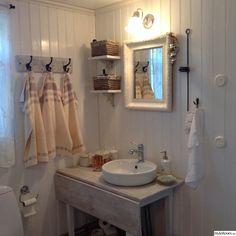 Vi hade ett badrum från början av 90-talet o kände att vi ville ge det den stil som går i övriga huset..