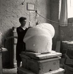 Louise Bourgeois working on SLEEP II in Italy, 1967