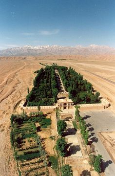 Bagh-e Shazdeh, Irão.http://entrepreambulos.blogspot.pt/2017/03/jardim-shazdeh-irao.html