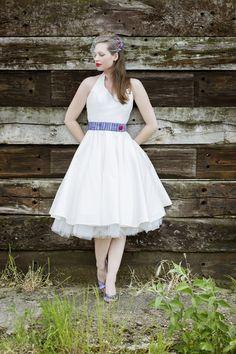 50er jahre stil, petticoat brautkleid mit neckholder und schmalem lila ...