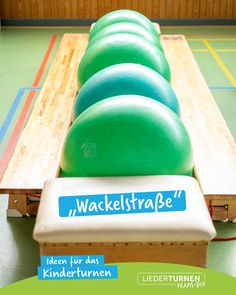 Caution wobbles :-] A simple setup for children's gymnastics. Always great fun for all children! Teaching Kindergarten, Kindergarten Worksheets, Online Education Courses, Reading Comprehension Worksheets, English Fun, Problem Solving Skills, Elementary Music, Learning Centers, Pandas