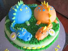 Dinosaurs A customer gave me a photo she found online and asked me to copy it. Sorry if it belonged to any of you here on CC :) Dinasour Cake, Dinasour Birthday, 4th Birthday Cakes, 2nd Birthday, Dino Cake, Cupcake Cakes, Cupcakes, Cake Central, Magdalena